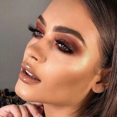 12 Winter Eye Shadow Looks To Slay This Holiday Season These winter eyeshadow looks are great for the upcoming season and holidays! Check out these winter eyeshadow makeup looks! Glam Makeup, Rose Gold Makeup, Eyeshadow Makeup, Makeup Brushes, Makeup Set, Makeup Storage, Makeup Glowy, Makeup Style, Sephora Makeup