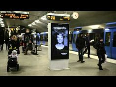 Apotek, a pharmacy brand, outfitted subway platform ads in Stockholm with ultra-sonic sensors that discerned when a train was coming. Guerilla Marketing, Street Marketing, Experiential Marketing, Marketing Videos, Digital Signage, U Bahn, Hair Raising, Creative Advertising, Advertising Campaign