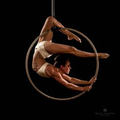 Shot from the hoop move guide @emmaspoledancing Photographer @davidjhphotography Wearing @dragonflybrand #hoop #aerialistsofig #upartists…