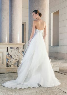 Wedding dress with low-cut back and tulle skirt by Giuseppe Papini
