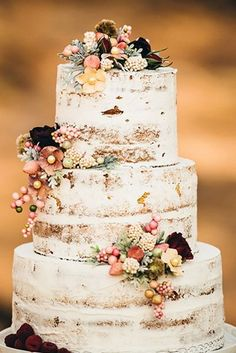 30 Rustic Wedding Cakes For The Perfect Country Wedding ♥ Do you planning a country wedding? Do you have a cake in mind? We have a wonderful list of rustic wedding cakes fresh ideas. #wedding #bride #weddingdecor