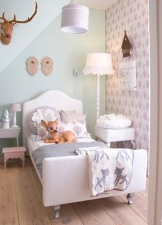 If you are looking for inspiration for decorating your little girl's bedroom, we put together a collection of 18 dreamy bedroom designs. Use these ideas to aid you in decorating the perfect room. Deco Kids, Little Girl Rooms, Kid Spaces, My New Room, Girls Bedroom, Trendy Bedroom, Bedroom Decor, Room Inspiration, Colour Inspiration