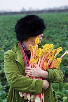 Learn how to plant out your rhubarb crowns, with these simple instructions.