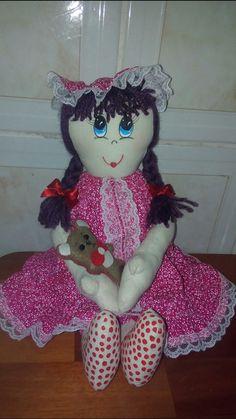 Com seu ursinho... Amo minhas bonecas..