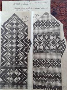 mitts pattern FREE mitt 7: (light square) light grey, (dark square) grey, X dark grey mitt 8 : (light square) light beige, (dark square) beige, X white
