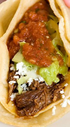 Recipe: shredded beef tacos That phrase is the first sentence I learned in Spanish way back in high school, from a bunch of friends who took Spanish. Meat Recipes, Mexican Food Recipes, Crockpot Recipes, Cooking Recipes, Tortilla Recipes, Spanish Recipes, Tamales, London Broil Recipes, Shredded Beef Tacos