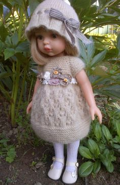 TUTO TRICOT ROBE ccommeceline: Petite robe Beige Doll Clothes Patterns, Clothing Patterns, Doll Patterns, Crochet Clothes, Crochet Hats, Leather Apron, Knitted Dolls, Little Darlings, Doll Accessories