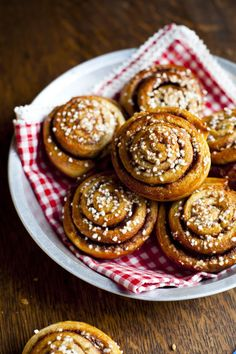 "Swedish Cinnamon Buns or ""kanelbullar"" is the real deal. We don't need no frosting cuz this is good just like it is. IT IS!"