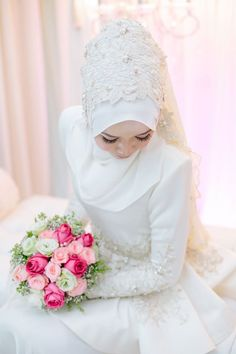 Look at the webpage to see more about wedding preparation seating charts Click the link for more info. Bridal Hijab, Hijab Bride, Designer Wedding Dresses, Wedding Gowns, Wedding Hijab, Simple Wedding Veil, Malay Wedding Dress, Muslimah Wedding Dress, Bride Poses