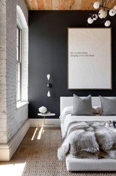 Die schwarze Wand ermöglicht eine optische Raumverkürzung. (Bild gefunden auf: homedecorideas.eu)