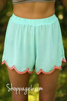 I love these mint and orange shorts perfect for summer and spring Orange Shorts, Mint Shorts, Summer Shorts, Short Niña, Summer Outfits, Cute Outfits, Fashion Beauty, Womens Fashion, Luxury Fashion