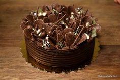 Tort cu ciocolată și mascarpone – cea mai simplă rețetă Diet Desserts, Delicious Desserts, Costco Chocolate Cake, Coconut Flour Bread, Dessert Drinks, Something Sweet, Cheesecake Recipes, Beautiful Cakes, Yummy Cakes