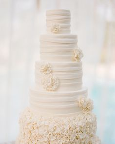 Southern-weddings-ruffled-wedding-cake.jpg (360×450)