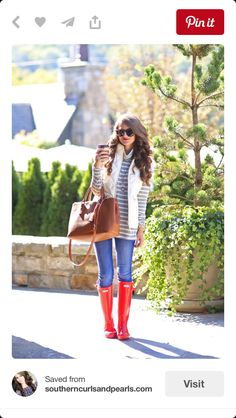 I am pretty excited to bring forth yet another post for all the 15 Ways To Style Your Rain Boots (Outfit Ideas). Red Hunter Boots, Red Rain Boots, Hunter Boots Outfit, Snow Boots, Red Wellies, Hunter Wellies, Winter Fashion Outfits, Fall Winter Outfits, Autumn Winter Fashion
