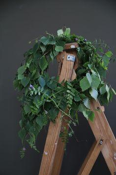 En krans av björk Leaves, Bird, Floral, Outdoor Decor, Flowers, Home Decor, Decoration Home, Room Decor, Birds