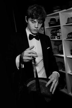 He's peters,  Evan peters.  ❤❤❤❤