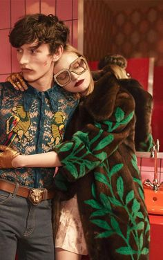 Gucci Redefines Luxury with Eccentric Twist Gucci Fashion, Only Fashion, 70s Fashion, Fashion Week, High Fashion, Gucci Campaign, Campaign Fashion, Editorial Photography, Fashion Photography