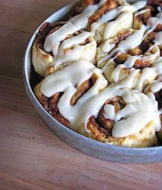 CremedelaCrumb: Quick & Easy {No Yeast!} Cinnamon Rolls