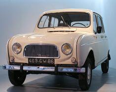 Vue générale de la Renault 4L du musée Auto Moto Vélo