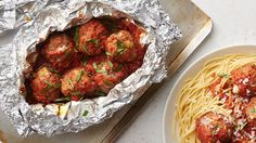 Grill Foil Packet Dinners That Make Cleanup A Breeze – Goodish Healthy Food Foil Packet Dinners, Foil Pack Meals, Foil Dinners, Easy Dinners, Grilling Recipes, Cooking Recipes, Cooking Foil, Grilling Ideas, Oven Cooking