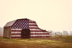 keeping it simple, mountains, urban exploring, outdoor folk living. Country Barns, Country Life, Country Living, Country Roads, American Barn, American Flag, Barn Art, Old Mansions, Home Of The Brave