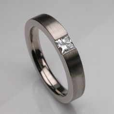 Sumptuous 18 carat white gold brushed Times Square 3 ring set with a 3mm princess cut diamond. The brushed finish makes this ring look very modern and gives it a slight architectural aspect, if you get me. Very nice.