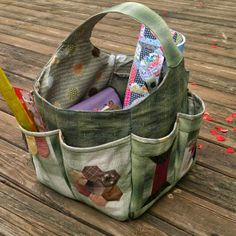 Sewing Stuff bag with pockets all around ~ Quiltycat