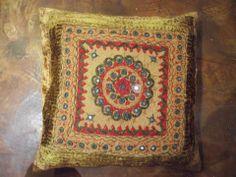 cojin decorativo hindu con bordados 45x45cm