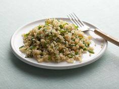Herbed Quinoa recipe from Giada De Laurentiis via Food Network: omitted the lemon from the cooking portion and did 3 cups of chicken stock, good hot or cold Giada De Laurentiis, Healthy Sides, Healthy Side Dishes, Top Recipes, Side Dish Recipes, Easy Recipes, Dinner Recipes, Vegetarian Recipes, Food Dinners