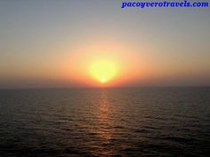 Atardecer en el barco #cruceroconniños http://www.pacoyverotravels.com/2014/03/razones-para-hacer-un-crucero-con-ninos.html