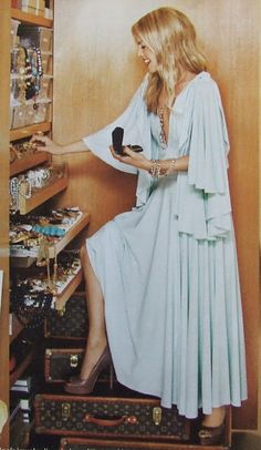 I'm not sure what to be envious of first,  her dress, her luggage, or her jewelry collection? Ahh I wish I was her.