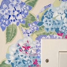 This contemporary floral wall sticker is perfect for adding a splash of colour and fun to your home, transforming light switches and plug sockets! This hydrangea wall sticker will fit on the corner of a standard plug socket/light switch