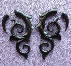 INFERNO Flame Earrings - Tribal Fake Gauges - Hand Carved Natural Black Horn Hand carved swirls and curls with delicate tips, made from all natural black horn. Goth Jewelry, Jewelry Box, Jewelery, Jewelry Accessories, Jewelry Design, Unique Jewelry, Fake Gauge Earrings, Tribal Earrings, Fake Plugs