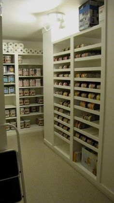 Great canning and food storage room. I love this organized pantry storage room, great for adding can to the top and letting them roll down. Canning products can be stored here as well as preserved meats (fish, game) in bio free contamination coolers. Pantry Storage, Pantry Organization, Kitchen Storage, Organized Pantry, Pantry Ideas, Pantry List, Basement Storage, Küchen Design, House Design