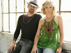 Sugarland, an American country music duo, is composed of singer--songwriters Jennifer Nettles (lead vocals) and Kristian Bush (background vocals, lead vocals. Country Music Artists, Country Music Stars, Country Singers, Jennifer Nettles, Country Bands, Band Photography, Christmas Music, Merry Christmas, Film Music Books