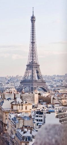 Thinking about taking a day trip from London to Paris? Thanks to the Eurostar, this trip could not be easier! Here's how to plan your day trip to Paris. Tour Eiffel, Torre Eiffel Paris, Paris Eiffel Tower, Dream Vacations, Vacation Spots, Vacation Style, Family Vacations, Places To Travel, Places To See