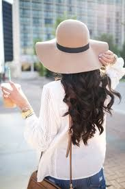 The Sweetest Thing: Floppy Hats & Boyfriend Shorts - Swap out the shorts for a pair of relaxed jeans, and this is my dream summer weekend outfit. Floppy Hat Outfit, Floppy Hats, Floppy Summer Hats, Winter Chic, Boyfriend Shorts, Inspiration Mode, Outfits With Hats, Casual Summer Outfits, Outfit Summer