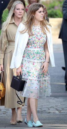 Princesa Beatrice, Bright Blue Dresses, Purple Gowns, Princess Eugenie, Princess Anne, Chelsea Flower Show, Duchess Of York, Duchess Of Cambridge, Kate Middleton Wedding