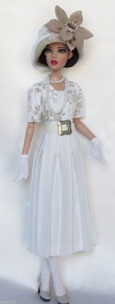 Elegant and Beautiful outfit for this Doll. Like a royalty member in a spring day.