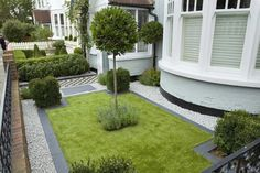 Formal front garden - Victorian, but grass surrounded by white pebble (how do you clean):