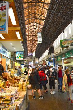 Hanian kauppahalli Agora pitää sisällään pientilatuottajien tuottamia juustoja, oliiviöljyjä, käsitöitä, kalatiskejä ja paljon paljon muuta. #Hania #Aurinkomatkalla #Aurinkojahti #Kreeta #Agora #Market