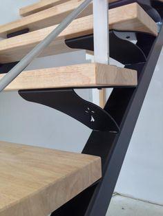 Escalier métallique droit sur limons collatéraux. Architecture et décoration contemporaine. Art Métal Concept - Quimper