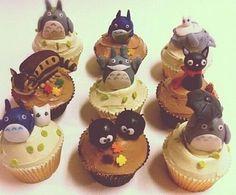 もったいなくて 食べられないよ( ´△`)!!  トトロのカップケーキ♡