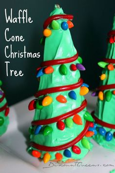 Doing this at our classroom Christmas party Waffle Cone Christmas Trees! Christmas Goodies, Christmas Desserts, Christmas Treats, Christmas Baking, Holiday Treats, White Christmas, Holiday Fun, Christmas Holidays, Christmas Sticking