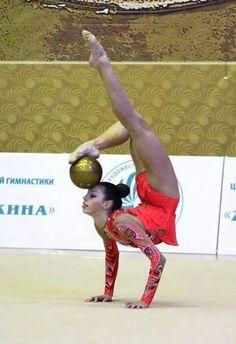 This element of Anna Trubnikova (Russia) Gymnastics World, Gymnastics Competition, Gymnastics Quotes, Rhythmic Gymnastics, Gymnastics Photography, Dance Photography, Contortion Training, Dream Bodies, Sport