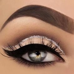 Gorgeous winged Eyeliner look for your wedding