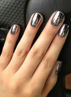 Silver nails. Espejo