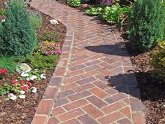 herringbone brick path – my favorite brick layout – front yard design modern Brick Pathway, Brick Paving, Brick Garden, Stone Walkway, Stone Pathways, Paver Walkway, Diy Garden, Garden Paths, Garden Ideas