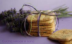 Biscotti alla lavanda, semplici ma molto aromatici e profumati. Ricetta per i patiti della lavanda.