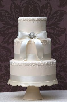 Wedding cake with brooch by Vanilla Cake Shop, via Flickr